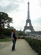 Delante de la Torre Eiffel