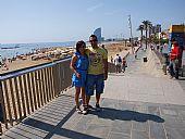 David Gómez e Isabel González en la playa de la barceloneta