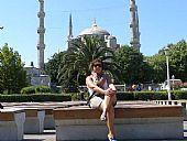 Paqui Asencio delante la Mezquita Azul en Estambul 2011