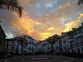 Plaza Baja de la Despedía.Alba otoñal