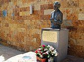Monumento a Laura Aguirre