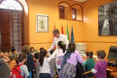El alumnado del Colegio Las Mellizas visita el Ayuntamiento de �lora