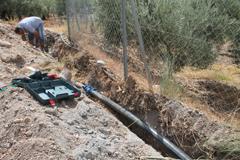 El Ayuntamiento sustituye la tuber�a del agua en la zona de Las Angostura