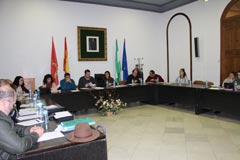 El Ayuntamiento concede las Medallas a Antonia Contreras y a José Morales