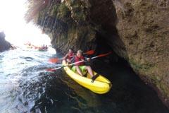 Medio centenar de perotes disfrutan de una ruta en Kayak
