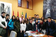 El Alcalde recibe a un grupo de alumnos/as del  IES Fuente Luna de Pizarra