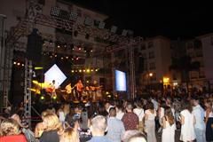 Conciertos y desfile de moda flamenca en la noche del sábado de feria