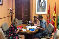 El Alcalde se reúne con la presidenta de la Asociación AYFEM
