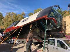 Accidente de un autobús en la rotonda del Monumento Cante por la Malagueña