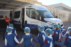 El Centro de Salud recibe la visita de un grupo de escolares del Arco Iris