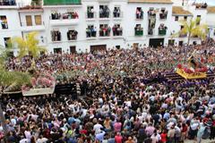 La Despedía congrega a miles de personas en la Plaza Baja