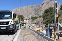 El Ayuntamiento mejora el pavimento y la imagen de la estaci�n El Chorro