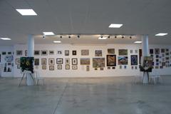 El Alcalde visita la exposición del artista Jesús Pineda Matamala
