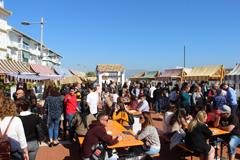 El buen tiempo anima el Mercado de Quesos en �lora
