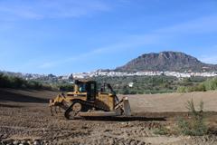 Labores de limpieza y desbroce en el cauce del Arroyo Jevar